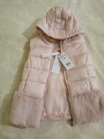 Безрукавка с капюшоном для девочки (розово-перламутровая)