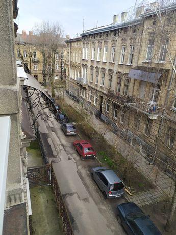 ВЛАСНИК. Продається квартир 3х кімнатна, Личак. район, біля госпіталю.