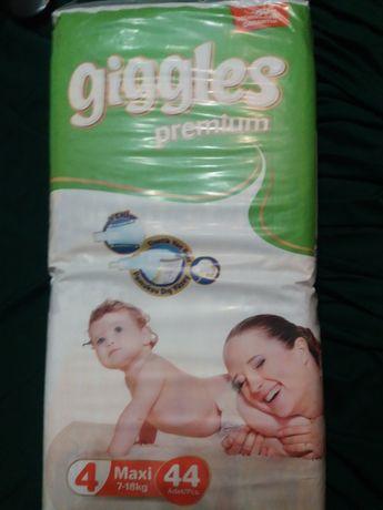 Памперсы giggles premium  4 в упаковке 44шт