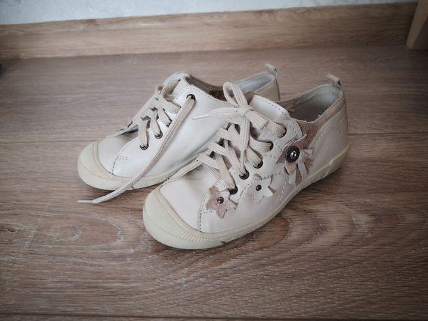 Нові шкіряні туфлі кросівки