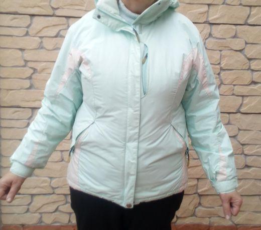 продам модную куртку Columbia не промокает, не продувается