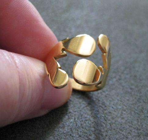 Anel Aço Dourado Elegante NOVO