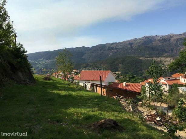 Moradia em construção e Terreno com  3700m2 ,magnificas vistas sobre s