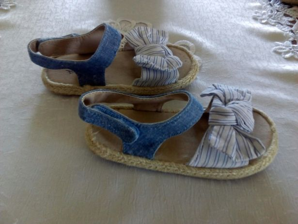 Sandałki firmy hm