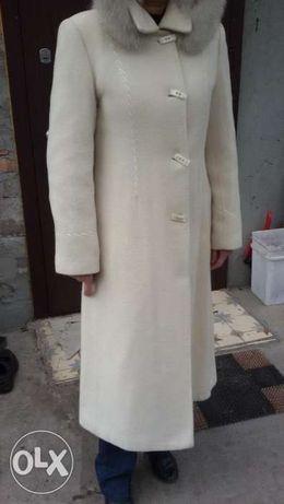 Продам пальто с капюшоном (мех ) состояние новое