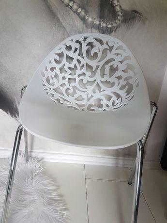 Krzesło ażurowe białe