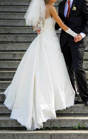 Свадебное платье. Атлас. Открытая спина. Шлейф. Размер – S/M