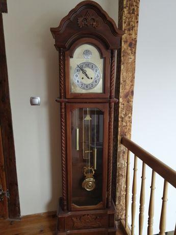 Zegar stojący stylizowany na antyk