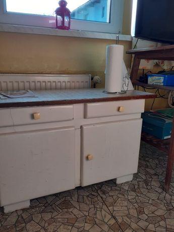 Pomocnik, stara niska szafka w dobrym stanie