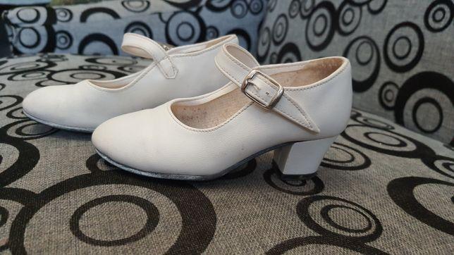 Туфлі білі дитячі на підборах