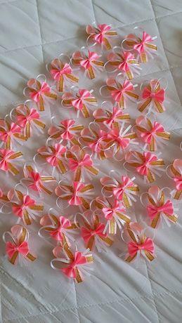 Kotyliony przypinki na wesele 73 sztuki róż złoto biały
