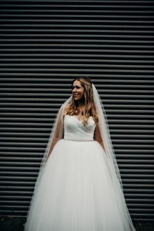 suknia ślubna, rozmiar 42-44, odkryte ramiona, kolor śmietanka