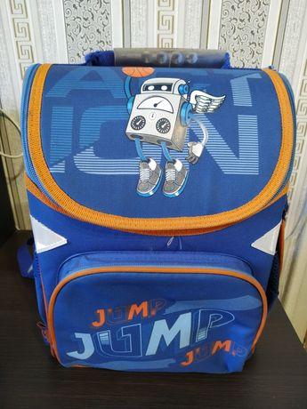 Рюкзак школьный до 3-класса. Состояние хорошее.