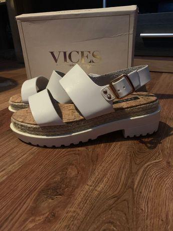 Sandały nowe na platformie