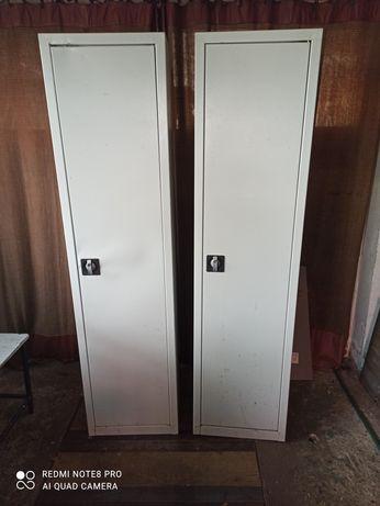 Szafki metalowe z półkami