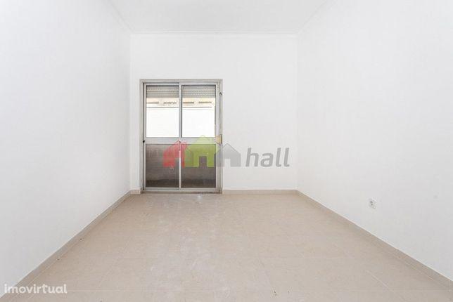 Apartamento T2 1º andar  na Baixa da Banheira, perto da Zona Ribeirinh