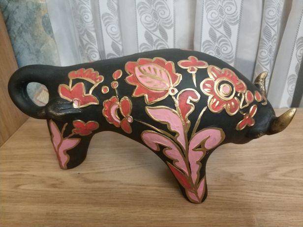 Статуэтка быка, новогодний подарок, бычек художественная керамика.