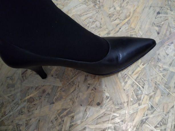 Кожанные туфли на низком каблуке