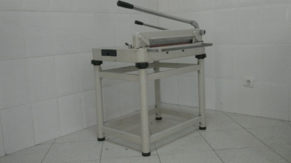 Guilhotina Corte Manual 43cm de largura, altura de papel 4cm