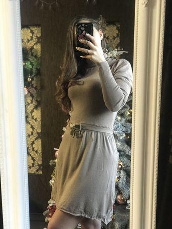 Базовое трикотажное тепленькое платье. Размер С-М.