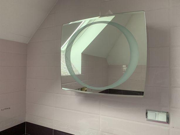 Sprzedam szafke lazienkową wiszącą z podswietlanym lustrem.