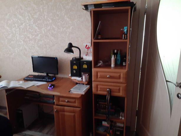 Пенал и письменный стол