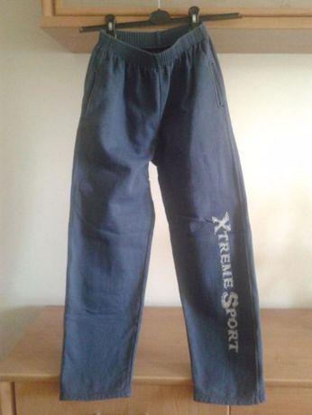 Spodnie dresowe, wiek 10-12 lat