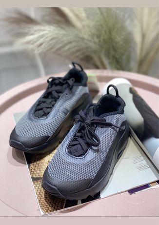 Чорні кросівки Nike