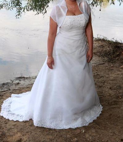 Piękna Suknia Ślubna z koronką