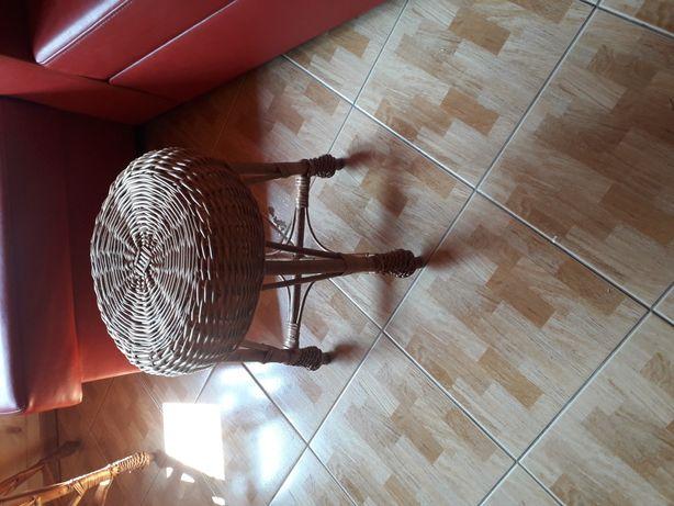Taboret krzesło rattanowe
