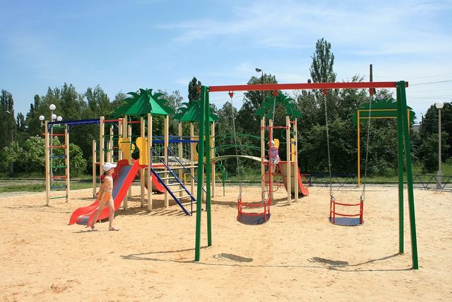 детские игровые площадки,качели,карусели