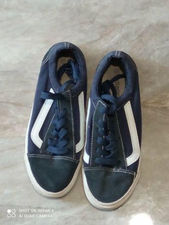 Кеди кросівки  тапочки