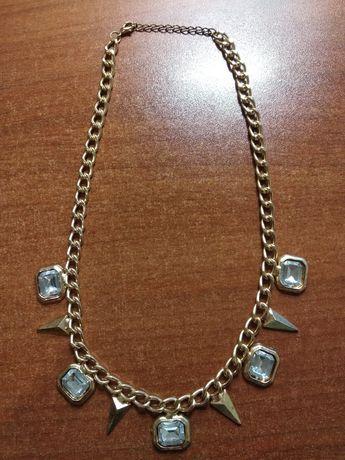 NOWA kolia, naszyjnik w kolorze złotym z białymi kryształkami.