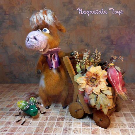 Бычок Гаврюша со Смехожужиком - интерьерная вязаная игрушка, эксклюзив