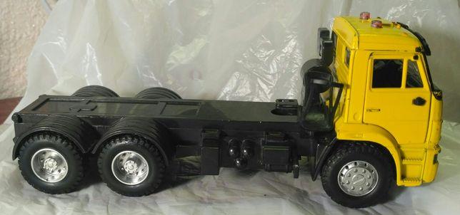 Самосвал КАМАЗ 5511. Машинка от Serinity toys.