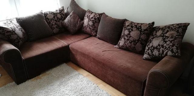 Duża czekoladowa kanapa z funkcją spania