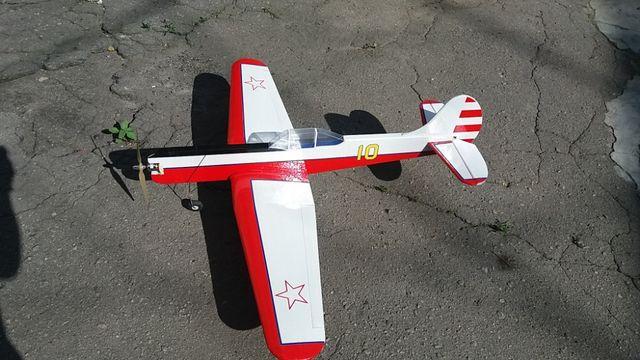 Радиоуправляемая модель самолета ЯК-18 ПМ ,контурная полукопия