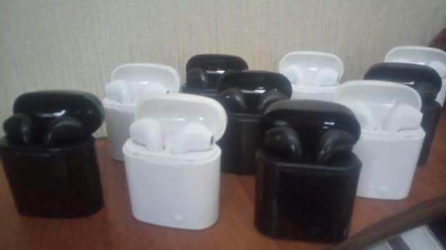 Безпроводные блютуз наушники новые чёрные и белые.