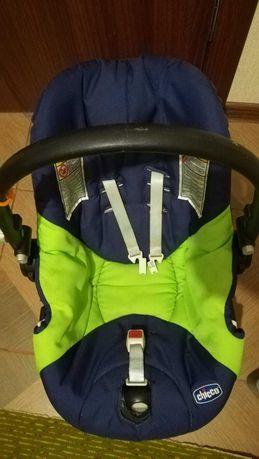 Автомобильное детское кресло Chicco 0+ (0-13 кг)