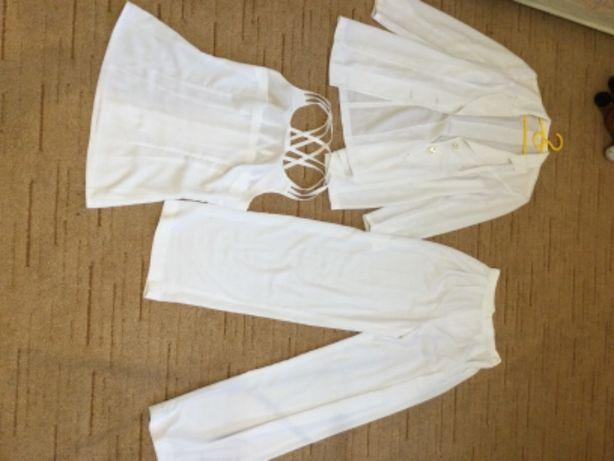 Шикарный белоснежный костюм-тройка на девушку 42-44 р. Уникальный!
