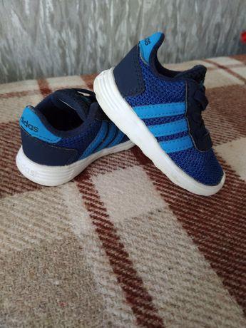 Фирменные кроссовки adidas 20 р