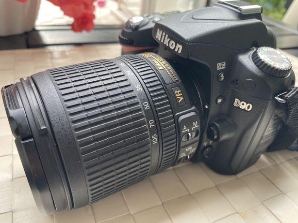 Nikon D90 stan idealny. Bardzo malo uzywany.