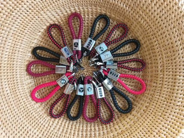 Подарок. Кожаный брелок с логотипом Вашего авто. Плетений для ключей.