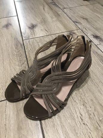 Buty sandały na koturnie 39