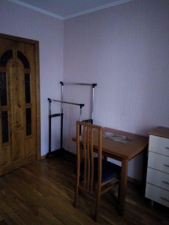Сдам комнату для девушки в квартире с хозяйкой. м.Минская.