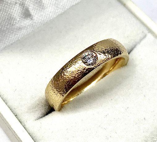 Piękna złota obrączka, masywna, 585 z brylantem 0,16 karata