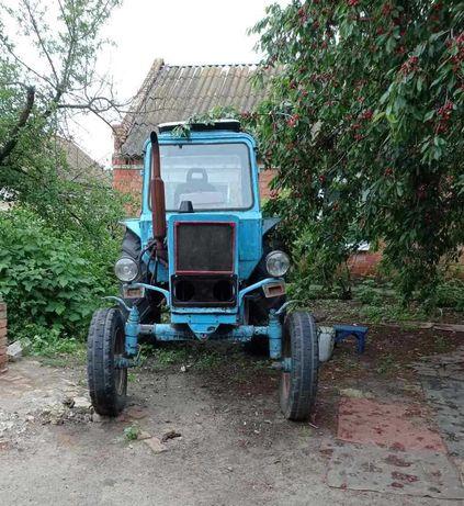 Трактор МТЗ 80 в рабочем состоянии