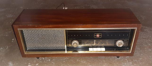 Rádio vintage a válvulas marca PYE
