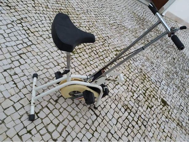 Máquinas Fitness (Bicicleta + Plataforma Oscilatória)