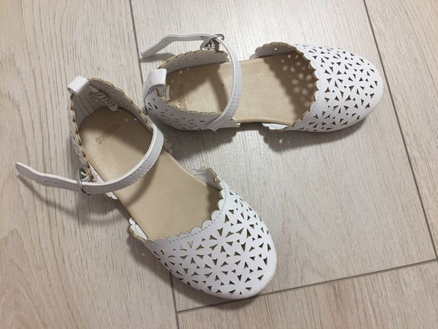 Білі туфлі фірми Gymboree розмір 26